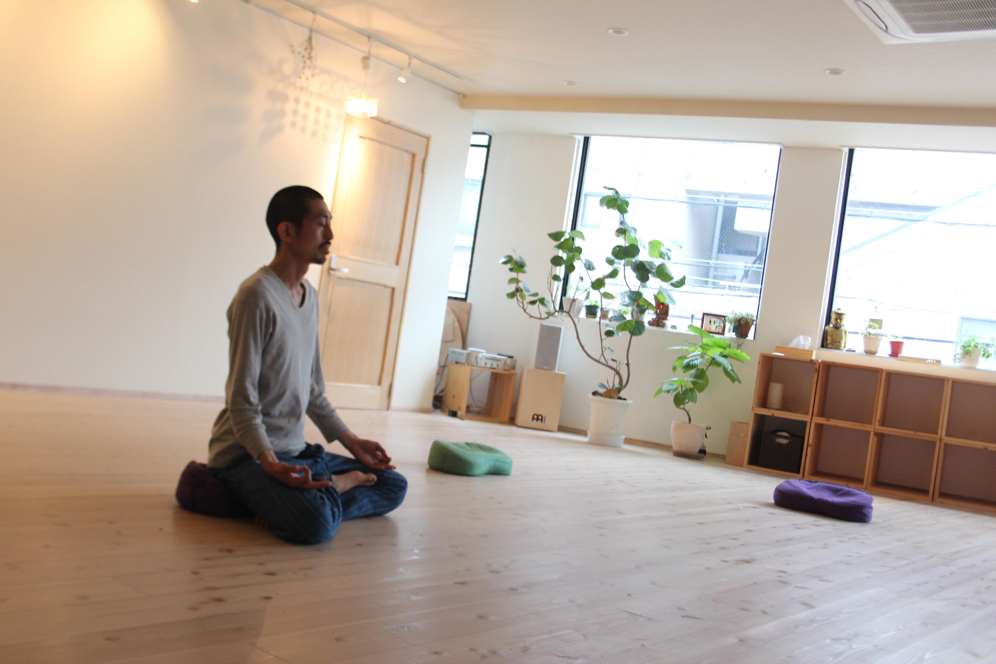 改名「ゆるヨガ」⇒「呼吸と瞑想のフロー」